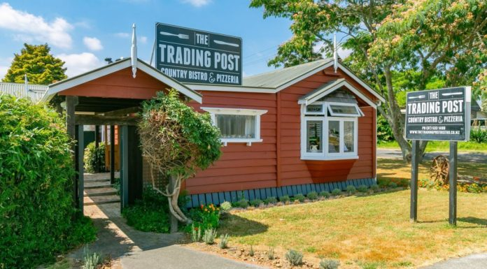 The Trading Post Country Bistro & Pizzeria, Paengaroa